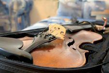 Free Old Violin Stock Photos - 17275043