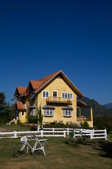 Free Yellow Classic House On Hill Thailand Royalty Free Stock Photography - 17296267