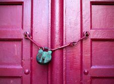 Free Green Key On Red Wood Door Stock Photography - 17298692