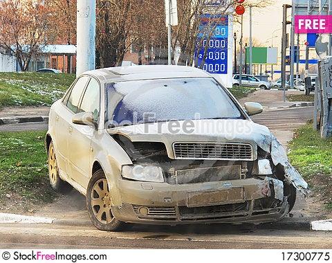 Free Crashed Car Royalty Free Stock Photo - 17300775