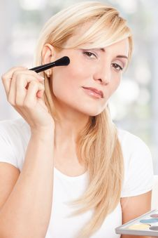 Free Beauty Woman Making-up Stock Photos - 17301133