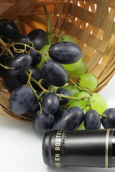 Free Tasting Of Grape And Bottle Of Red Wine Stock Image - 17301401