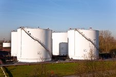 Free White Tanks In Tank Farm With Blue Sky Royalty Free Stock Images - 17301919