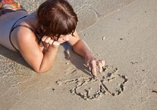 Free A Girl Is Painting A Clover On A Sand Royalty Free Stock Photography - 17304237