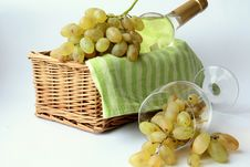 Free White Grapes In A Glass And White Wine Royalty Free Stock Photography - 17305867