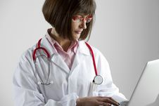 Free Female Doctor With Laptop Stock Images - 17309044