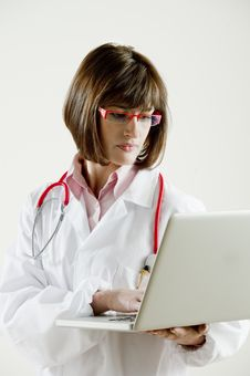 Free Female Doctor With Laptop Stock Photography - 17309062
