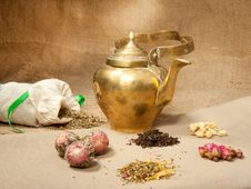 Free Old Teapot Royalty Free Stock Images - 17309189