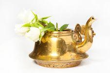 Free Teapot With White Roses Royalty Free Stock Photos - 17309208