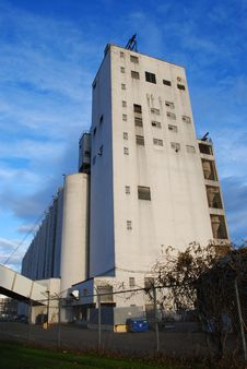 Free Grain Elevator Royalty Free Stock Image - 17313966