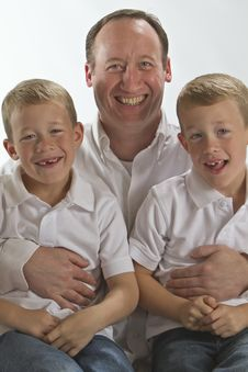 Free Happy Father Holding His 6 Years Old Twins Royalty Free Stock Images - 17314769