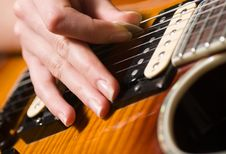 Free Guitar Playing Royalty Free Stock Photography - 17318457