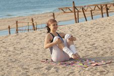Free Young Girl Training On The Beach Royalty Free Stock Photography - 17318657