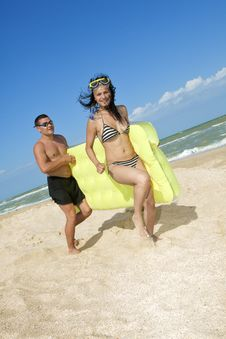 Free Couple With An Inflatable Beach Mattress Stock Images - 17318684