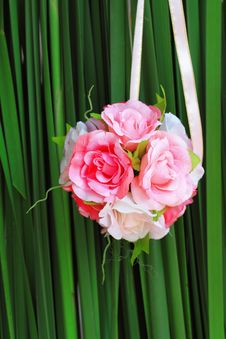 Free Pink Rose Bouquet On Green Background Stock Photos - 17320413