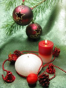 Free Red Christmas Balls And Scented Candles Royalty Free Stock Image - 17321576