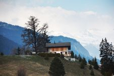 Free Chalet In Mountains Royalty Free Stock Photography - 17322477