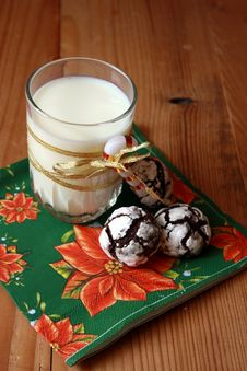 Free Chocolate Crinkles And A Glass Of Milk Royalty Free Stock Photos - 17327138
