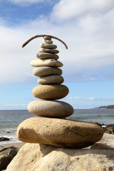 Free Balanced Stones On Beautiful Beach Royalty Free Stock Photos - 17331698