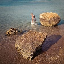 Free Bride Is Bathed In The Sea Stock Images - 17334134