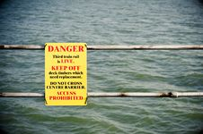 Free Danger Sign Royalty Free Stock Image - 17334616