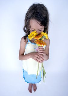 Free Little Girl With Flowers Stock Photos - 17340043