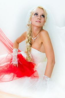 Free Bride Sittting On Floor Royalty Free Stock Images - 17343179