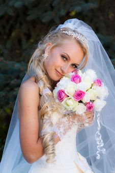 Free Bride Holding A Bouquet Of Hand Stock Photography - 17343272