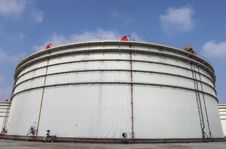 Free Oil Refinery Tanks Stock Photography - 17346442