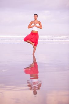 Free Yoga By The Seaside Royalty Free Stock Photography - 17346997