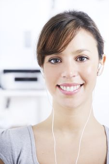 Free Young Woman Listening Music In Home Interior Stock Photography - 17352142