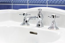 Free Faucet And Sink Close-up Royalty Free Stock Image - 17354066
