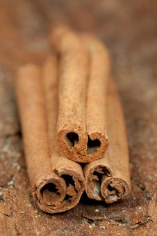 Free Cinnamon Pile Royalty Free Stock Photography - 17354547