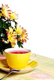 Free Cup Of Red Tea And Chrysanthemum Flowers Stock Photography - 17357872