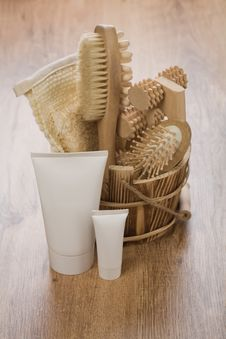 Free Tubes And Wooden Bucket Stock Images - 17357924