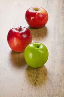 Free Three Apples Royalty Free Stock Photography - 17359887