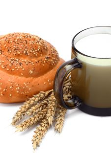 Free Fresh Milk And Bread Royalty Free Stock Photography - 17360917