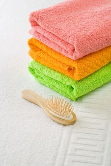 Free Three Cotton Towels With Hairbrush Stock Images - 17361054