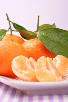 Whole And Sectioned Clementines Stock Photography