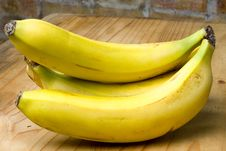 Free Ripe Yellow Organic Bananas Stock Images - 17365284