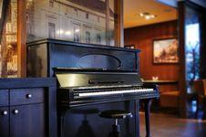 Free Grand Piano Stock Photo - 17366890