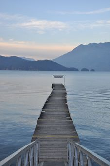 Free Famous Harrison Hot Springs Lake View Royalty Free Stock Images - 17370689