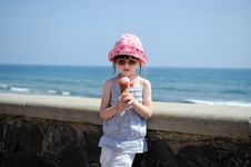 Free Small Girl  On Sea Background Royalty Free Stock Images - 17372169