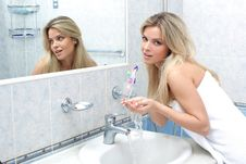 Free Woman In The Bathroom Royalty Free Stock Images - 17373869