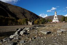 Free Tibetan Stupa Stock Photography - 17374902