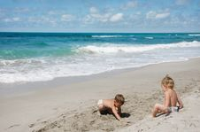 Free Children Playing On Beach Stock Images - 17375084