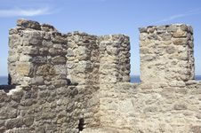 Free Merlons Of An Old Fortress Tower Royalty Free Stock Photography - 17377397
