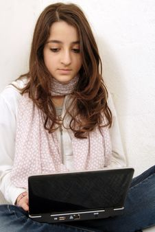 Free Young Girl With Laptop Stock Images - 17379694