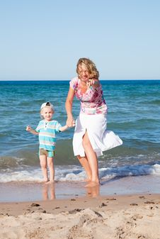 Free Mother And Son  On The Beach. Stock Photos - 17379853