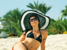 Free The Sexy Girl On The Tropical Beach In The Big Hat Stock Photography - 17380772